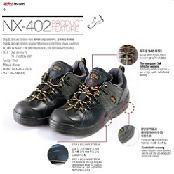 Air-permeable safety shoes